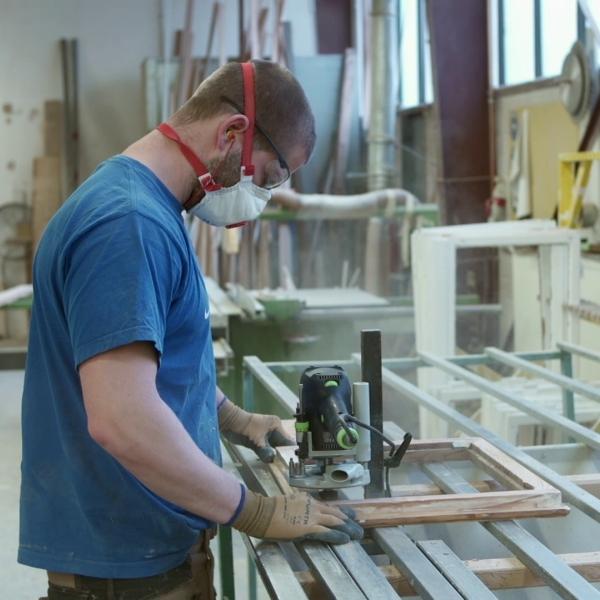 runderneuerung-von-kastenfenstern-sanierung-tischler-bearbeitung