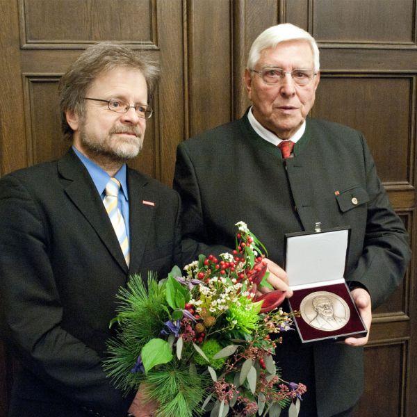 timm-fensterbau-denkmalschutzpreis-ferdinand-von-quast-medallie
