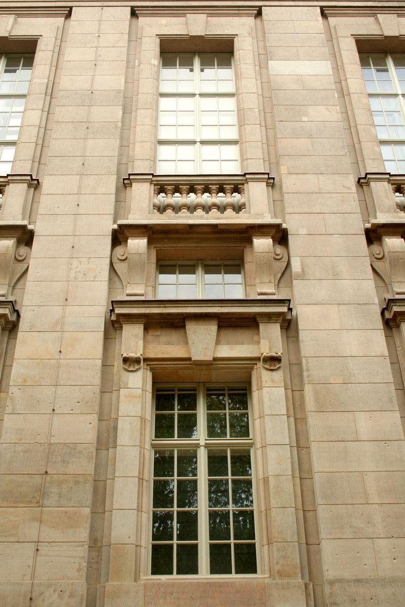 timm-fensterbau-berlin-fenster-staatsbilbliothek-gerade-kastenfenster-aussen